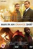 Čovek u narandžastoj košulji